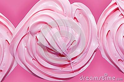Geada cor-de-rosa no queque