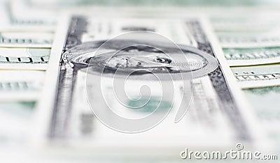 A macroistruzione cento dollari