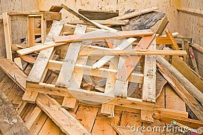 Madera del desecho en un salto de reciclaje fotograf a de for Imagenes de reciclaje de madera