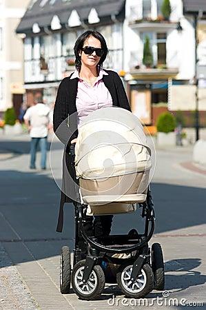 Madre con la carrozzina
