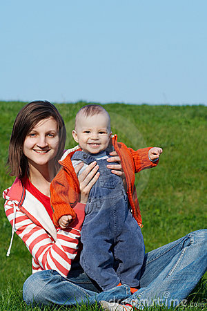 Madre feliz con el hijo