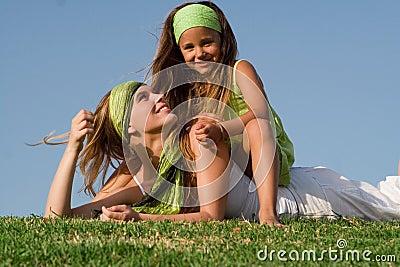 Madre y niño felices