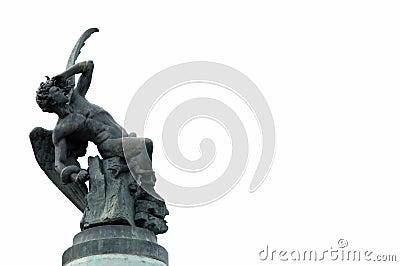упаденная ангелом статуя madrid