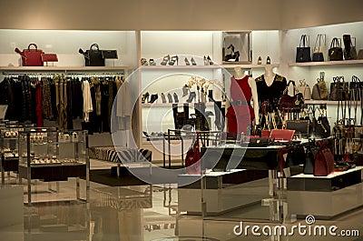 magasin de luxe de bourse de sac main image ditorial image 33760450. Black Bedroom Furniture Sets. Home Design Ideas