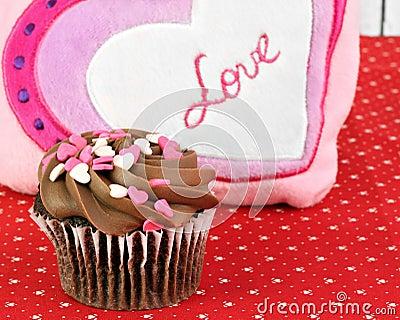 Magdalena del chocolate para el día de tarjetas del día de San Valentín