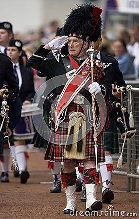 Maggiore di tubo al Cowal che si raccoglie in Scozia Immagine Editoriale