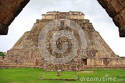 Magician pyramid IV