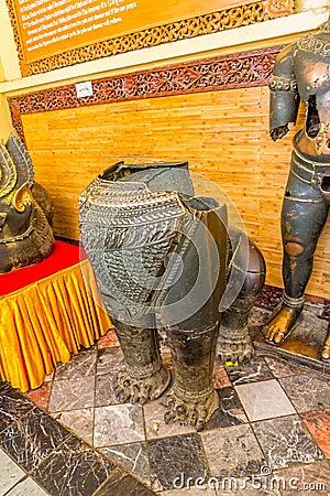 Free Mahamuni Bronze Statues Stock Photo - 39621670