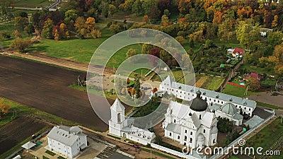 Mahiliou, Bielorrússia Mogilev Cityscape com famoso marco histórico Monastério St Nicholas Vista Aérea Do Skyline No Outono filme