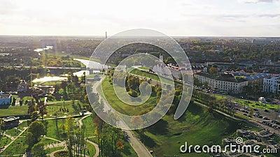 Mahiliou, Vitryssland Mogilev Cityscape med berömd landmark - 1700-talets stadshus Flygvy över Skyline på höstdagen lager videofilmer