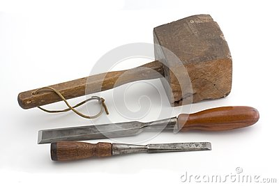 Maillet en bois et deux burins image libre de droits - Maillet en bois ...