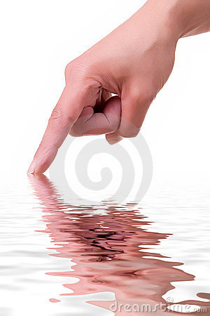 Main avec la réflexion