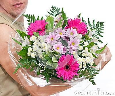 Main charnue de l 39 homme s avec un bouquet des fleurs for Bouquet de fleurs pour un homme