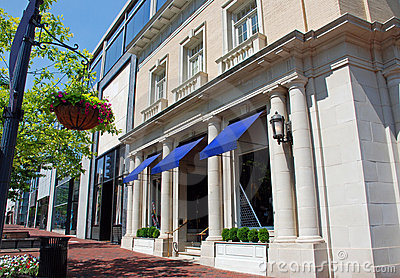 Main Street Luxury Boutique Exterior