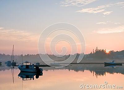 Maine & bezpiecznej przystani & wschód słońca