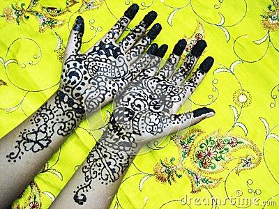Mains de henné