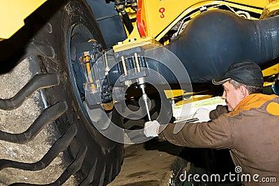 Maintenance work of heavy loader