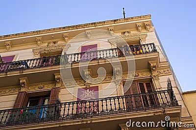 maison d 39 appartement typique de barcelone espagne photo stock image 73214178. Black Bedroom Furniture Sets. Home Design Ideas