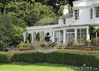 Maison de campagne et jardin anglais image libre de droits - Maison de campagne en anglais ...