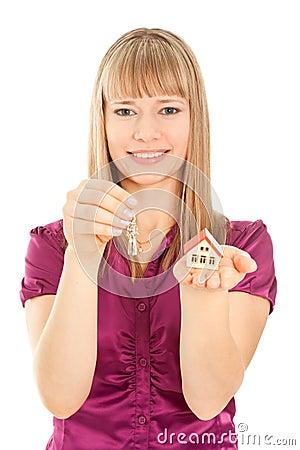 Maison de fixation de femme et clés (orientation sur le femme)