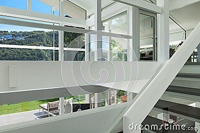 Maison moderne escalier photo stock image 62195542 for Escalier maison contemporaine