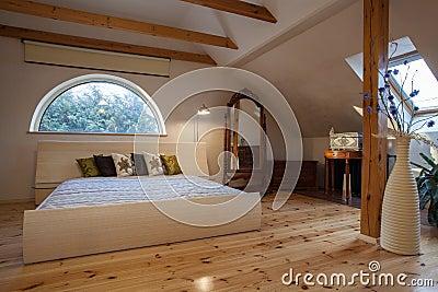 Maison nuageuse chambre coucher photo libre de droits for Chambre libre
