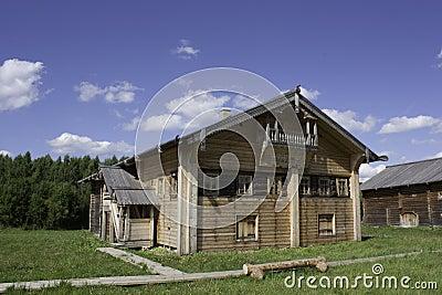 Maison traditionnelle du nord russe photographie stock for Maison traditionnelle nord
