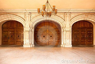 Majestic Classic Arched Doors with Chandelier�