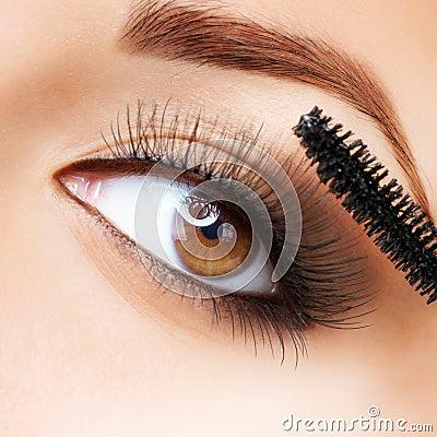 Make-up. Applying Mascara