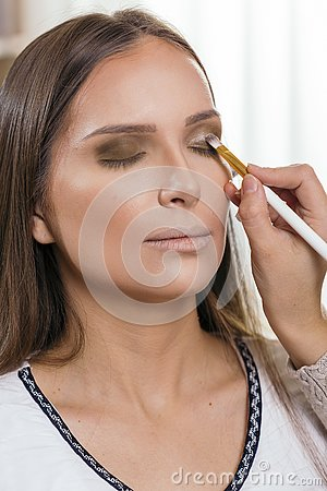 Free Make Up Artist Doing Client`s Make Up Royalty Free Stock Images - 144929859