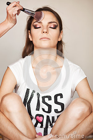 Free Make Up Artist Doing Makeup For Model Stock Photography - 79606042