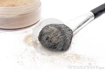 The makeup brush and powder