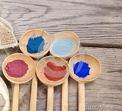 Makeup with mineral powder
