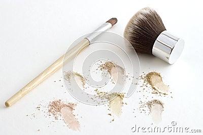Makeupborstar och mineraliskt pulver