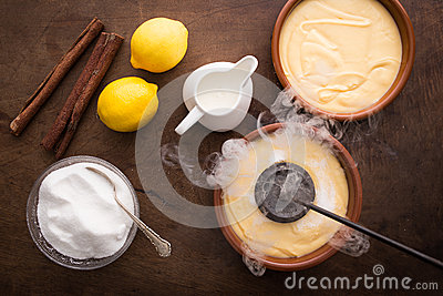 Making creme brulee traditionally