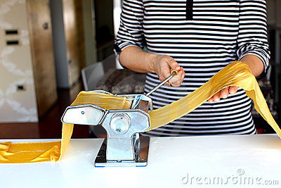 Making pasta dough on the machine at home