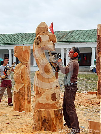 Free Making Wooden Sculptures With The Help Of An Axe And A Saw/ Royalty Free Stock Image - 70318156