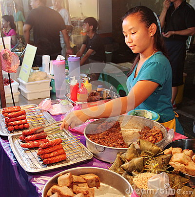 Free Malaysian Girl Selling Local Snacks At The Night Street Food In Malacca Malaysia Royalty Free Stock Images - 98853109