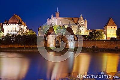 Malbork城堡在晚上,波兰