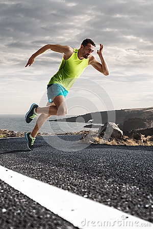 Free Male Runner Sprinting During Outdoors Training For Marathon Run Royalty Free Stock Photo - 71956535