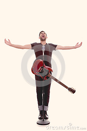Free Male Singer With Guitar Stock Photography - 33223342