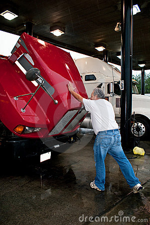 Free Male Truck Driver Closing Hood Of 18-wheeler Royalty Free Stock Photos - 18175398