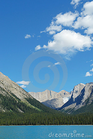 Maligne lake and rocky mountains
