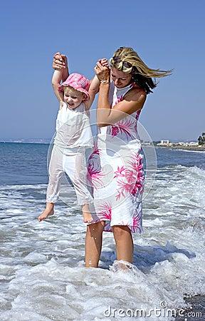 Mama gra córkę young morskich