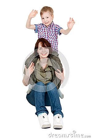 Mama y el su jugar joven del hijo
