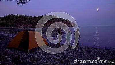 Mama z dziećmi nad morzem zbiory wideo