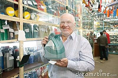 Man  in auto store
