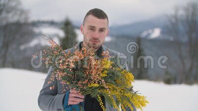 Man with a bouquet of flowers. Portrait of a man with a bouquet of flowers stock video