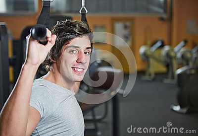 Man doing pulldowns in fitness