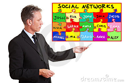 Man explaining social networks
